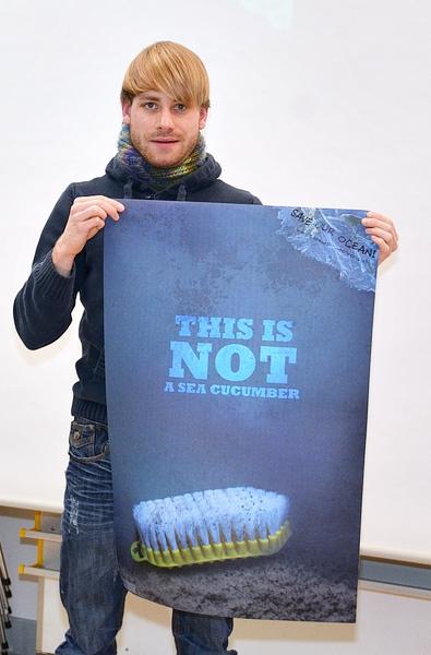 Poster | This is not... | Plakatkampagne gegen Plastikmüll im Meer von Benjamin Petersen